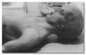 Cuerpo de uno de los supuestos extraterrestres capturados en Roswell en 1947