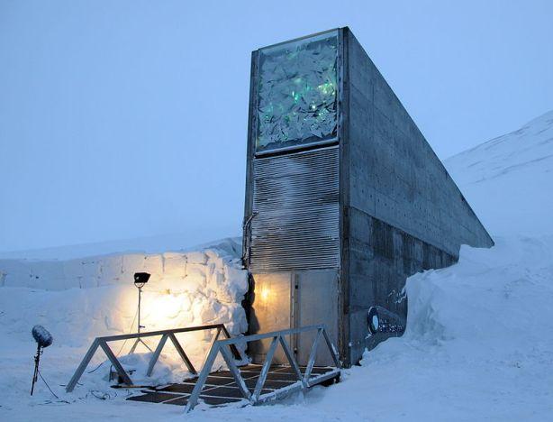 Juntando semillas para después de la catástrofe Svalbard_global_seed_vault_main_entrance_11