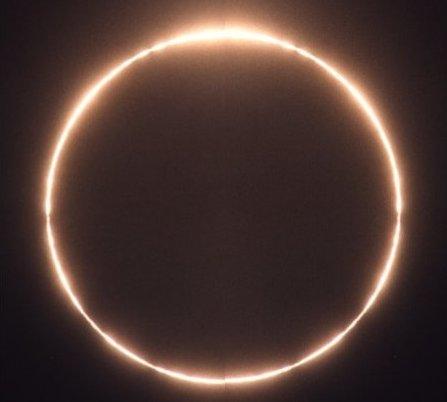 La luna es artificial Luna-eclipse