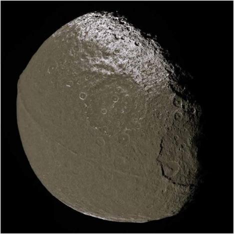 La luna es artificial Luna-iapetus-2-8